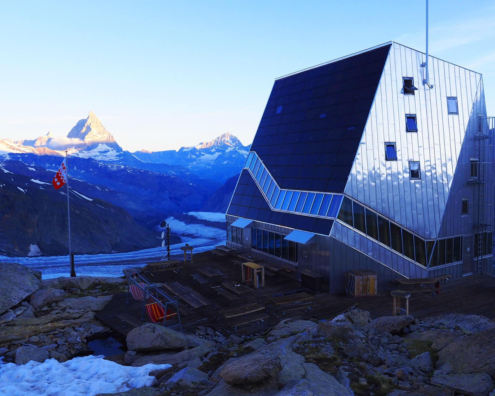 Die Monte-Rosa-Hütte versorgt sich bis zu 90 Prozent selbst mit Energie und ist daher das Symbol für energieeffiziente Hütten.