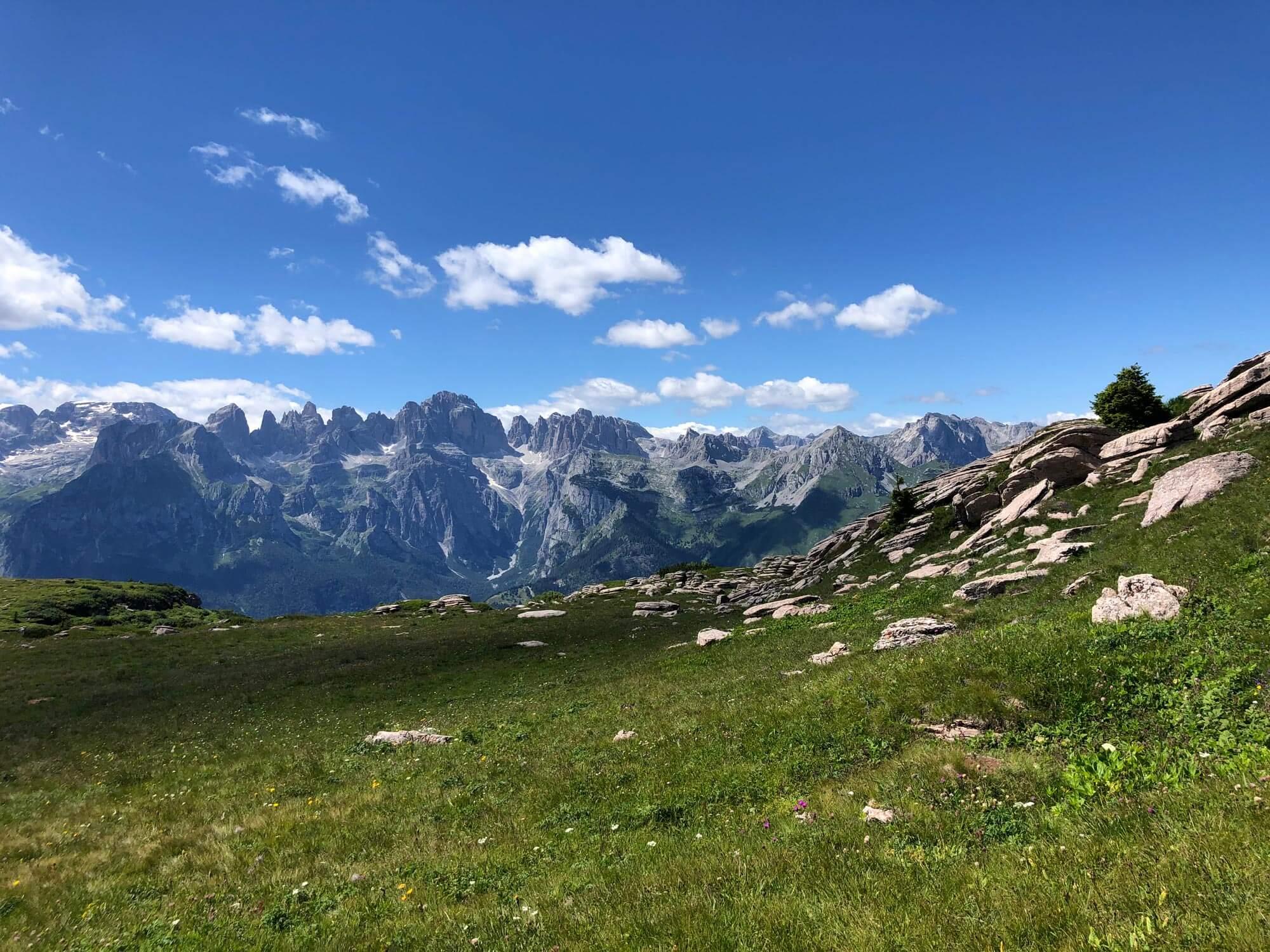 Bear Trail mit Blick auf die Brentagruppe Molvenosee I alpinonline